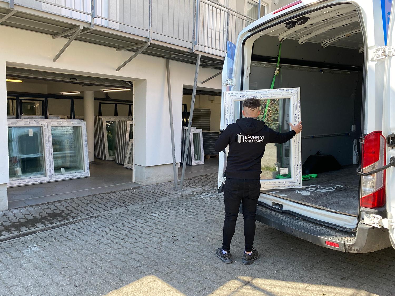 Ajtók és ablakok szállítása